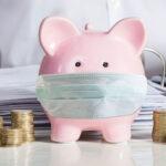 Cofre rosa em formato de porco representa o planejamento financeiro para a morte
